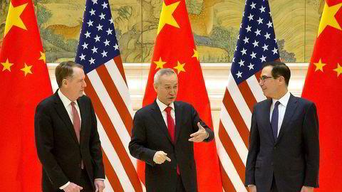 Avgjørelsen på om det blir slutt på handelskrigen mellom USA og Kina nærmer seg. Fra venstre på bildet: USAs handelsrepresentant Robert Lighthizer, Kinas visestatsminister og forhandlingsleder Liu He og USAs finansminister Steven Mnuchin.