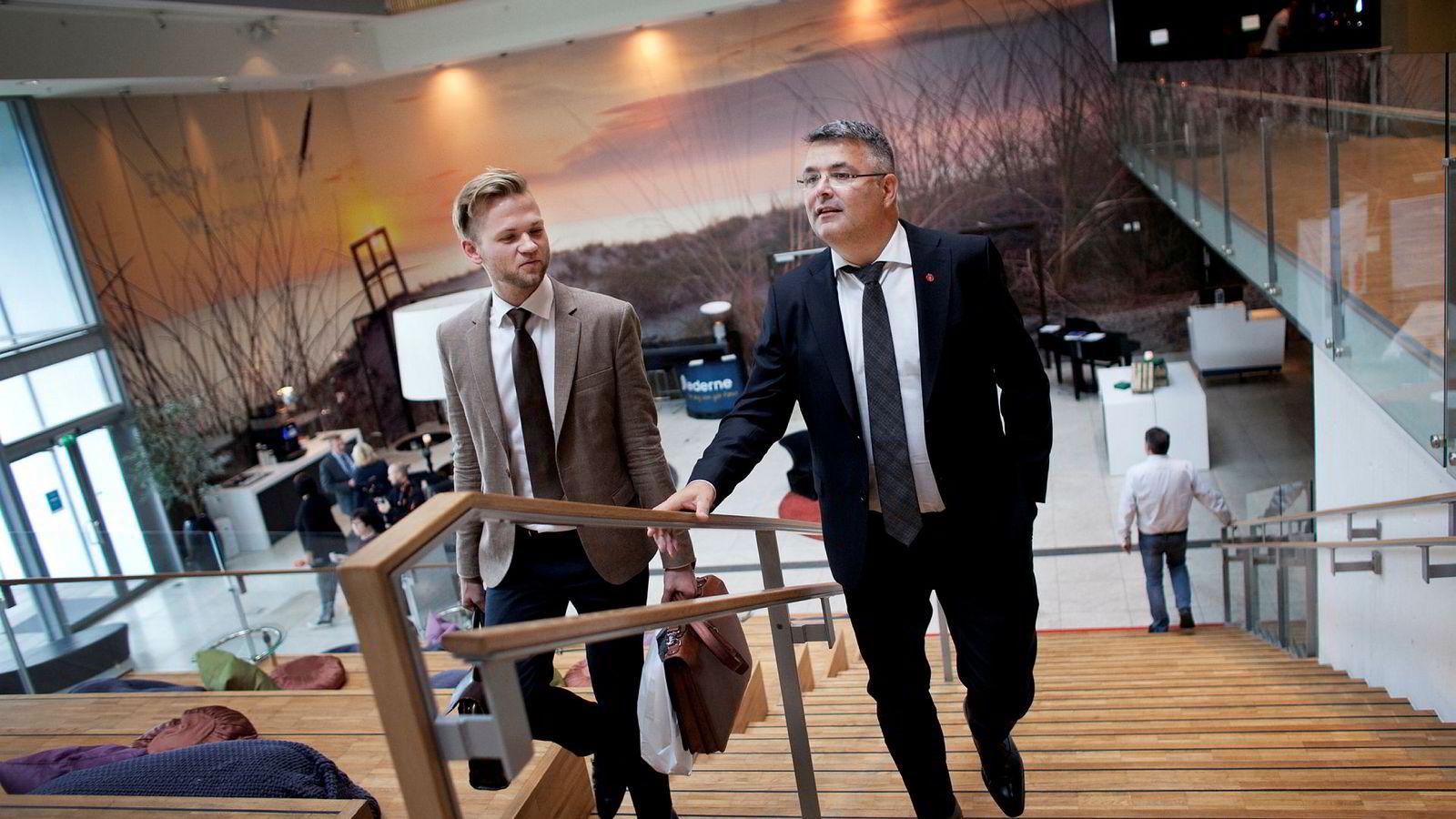 Olje- og energiminister Kjell-Børge Freiberg (til høyre) ønsker seg færre norske nettselskaper. Her er han sammen med tidligere politisk rådgiver Christian Haugen.