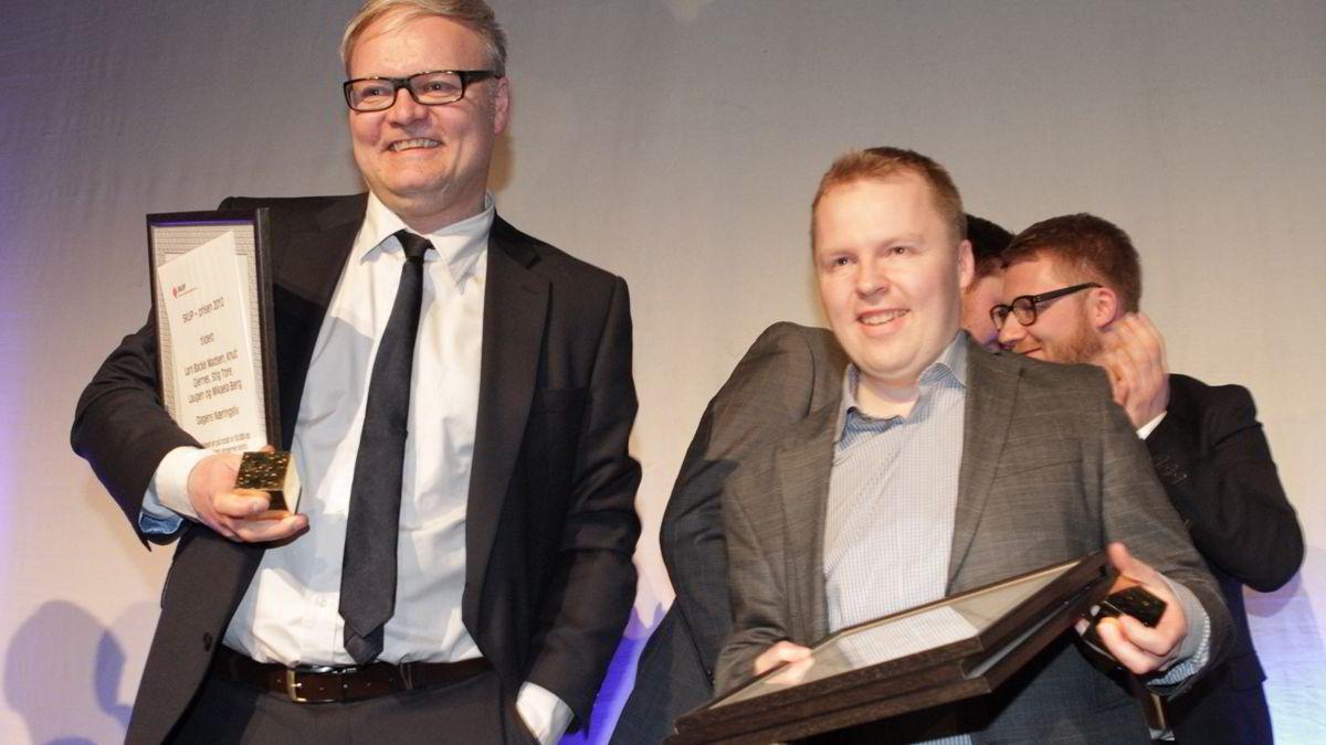 """DN-journalistene Lars Backe Madsen (t.v.) og Stig Tore Laugen  fikk skup-prisen for 2012 for saken""""Dopingmafiaen"""". Prisen ble delt under Skup konferansen i Tønsberg lørdag kveld."""