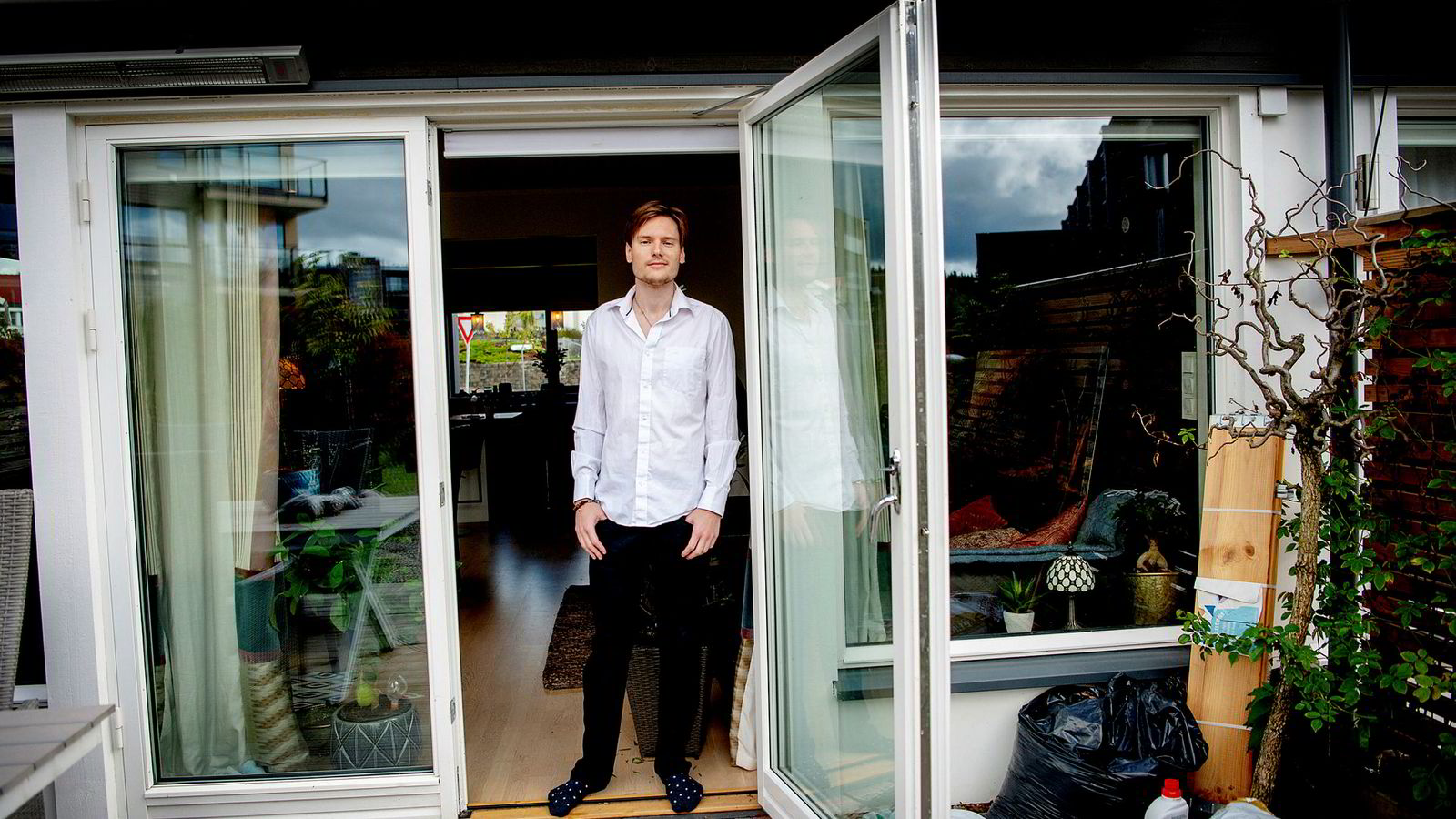 Sindre Jenssen og samboeren kjøpte i år et tre etasjers enderekkehus i Nittedal for gevinster fra salg av kryptovaluta. Boligen betalte de kontant. – Jeg liker høy risiko, sier Jenssen, som fortsatt eier litt kryptovaluta, men likevel har satt en del i banken.