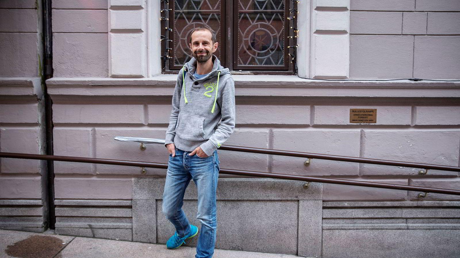 Venstres Oslo-topp Hallstein Bjercke holder døren på gløtt for å støtte Ap, MDG og SV, men vil ikke gi ved dørene.