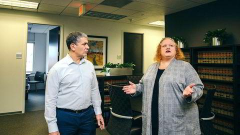 Partner Samuel H. Rudman i Robbins Geller Rudman & Dowd var tidligere etterforsker i det amerikanske finanstilsynet og har senere spesialisert seg på å jakte penger i svindelsaker. Han og kollega Mary Blasy vurderer flere saker mot Danske Bank.