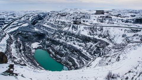 Flere millioner tonn gråberg må fjernes for å avdekke jernmalmen i Bjørnevatn dagbrudd i Sydvaranger Gruve ved Kirkenes