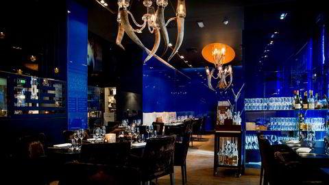 Mørk glamour. Restaurant Fjords estetikk befinner seg i skjæringspunktet mellom cruisebåt og Disney-fjord.