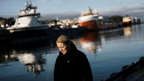 Stavangerordfører Christine Sagen Helgø er ferdig med politikken etter høstens valg. Nå er hun klar for jobb i det private næringsliv. Her er hun i Stavanger sentrum med flere supplybåter i bakgrunnen.