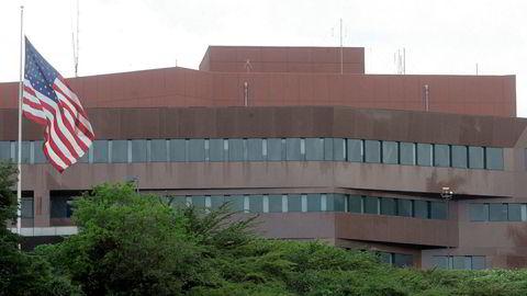 USA henter hjem alle diplomater fra Venezuela. Bildet viser USAs ambassade i hovedstaden Caracas.