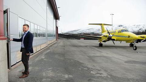 Lufttransport kan bli nødt til å stenge dørene fordi det mistet kontrakten for ambulansefly fra neste år. Administrerende direktør Frank Wilhelmsen (bildet) ba aldri om at pilotene skulle følge med om andre fikk oppdraget.