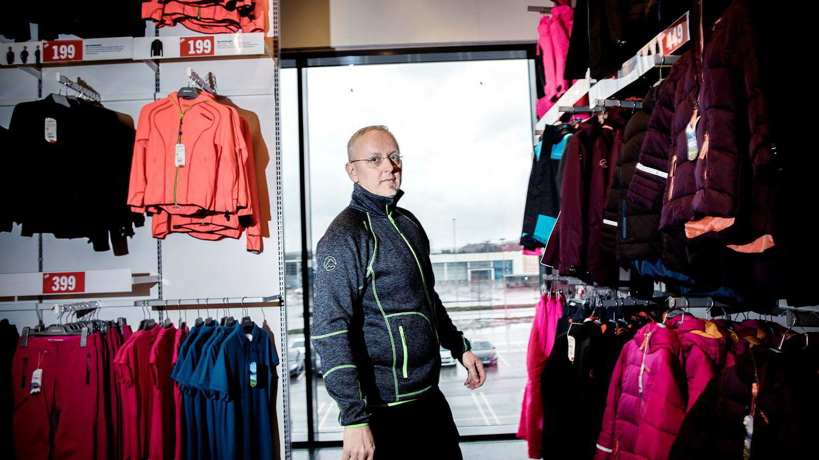 Stormberg-eier Steinar J. Olsen får pepper fra jegere og sauebønder for å ha inngått samarbeid med WWF.