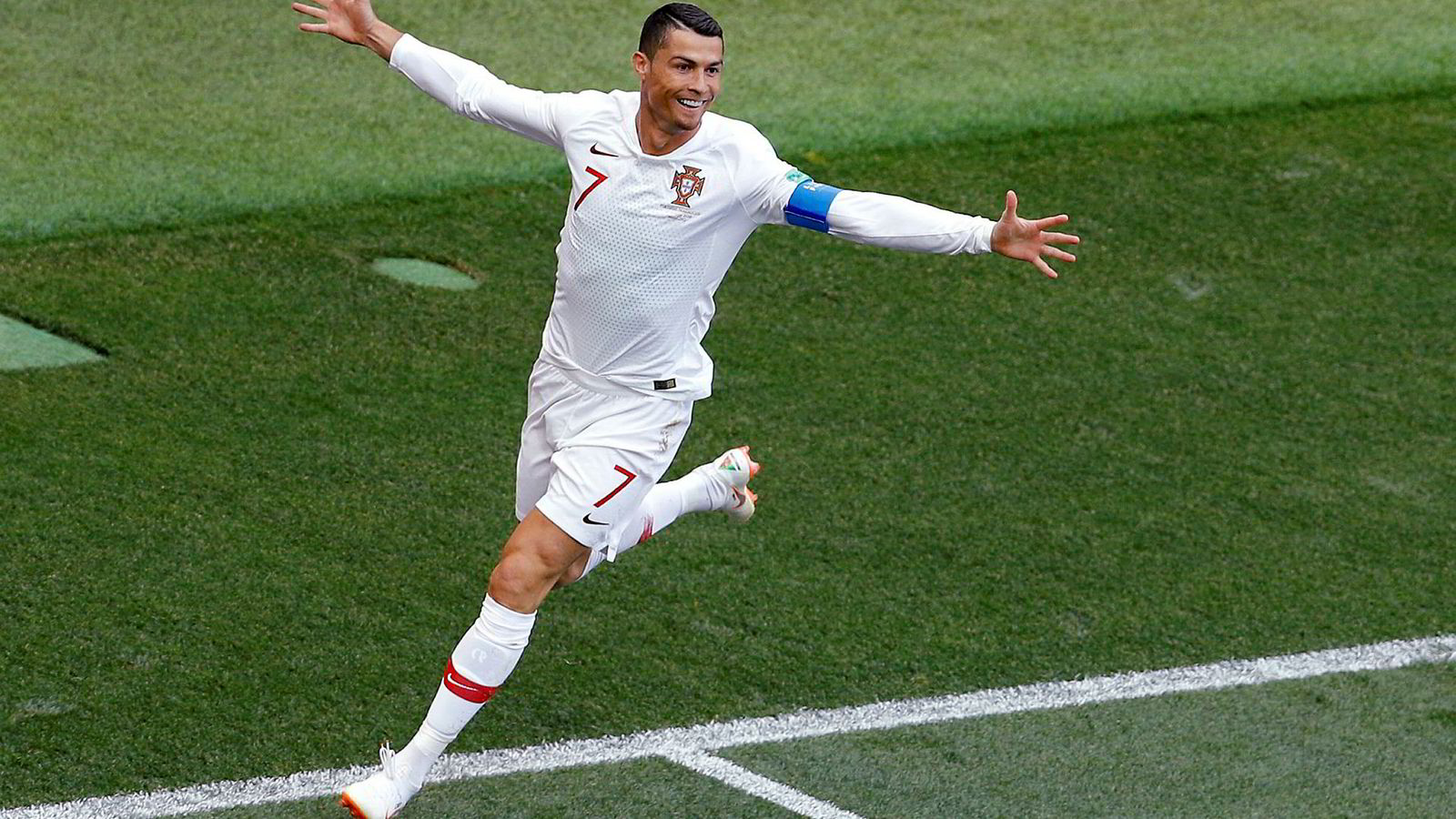 Portugals Cristiano Ronaldo jubler etter å ha scoret det eneste og dermed avgjørende målet i VM-kampen mot Marokko denne uken. Ronaldo er foreløpig toppscorer i VM med fire mål.