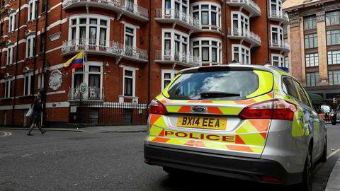 WikiLeaks-grunnlegger Jullian Assange får fortsatt opphold på Ecuadors ambassade i London, men politiet står klar til å arrestere ham hvis han forlater ambassaden.