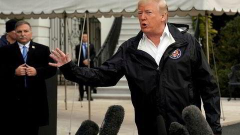 President Donald Trump møtte lørdag pressen utenfor Det hvite hus før han dro til California.
