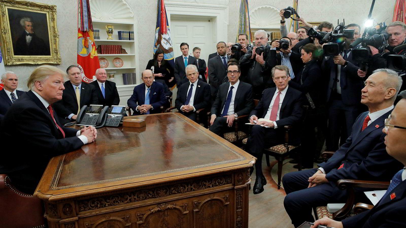 USAs president møter Kinas visestatsminister Liu He i Det ovale kontor i Det hvite hus torsdag.