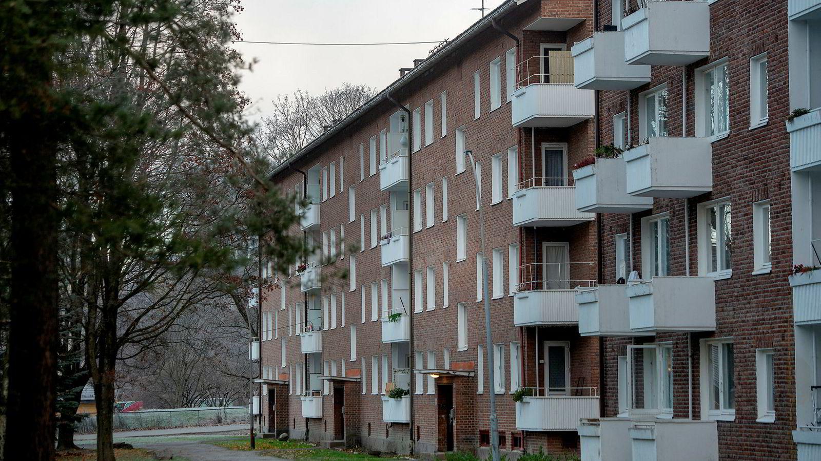 Eiendomsselskapet Fredensborg har unnlatt å melde eiendomsoverdragelser av leiegårder til Oslo kommune slik de plikter etter Leiegårdsloven fra 1977. Den over 40 år gamle loven gir nemlig kommuner en forkjøpsrett, enten på egne eller leietagernes vegne, til å kjøpe en leiegård som omsettes på det frie markedet. Her er Nedre Ullevål 3.