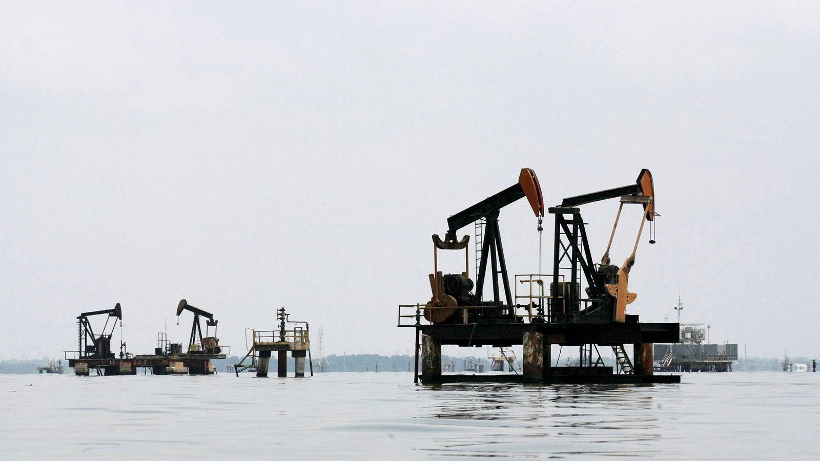 Oljeprisen falt utover ettermiddagen og kvelden mandag. Foto: Isaac Urrutia/Reuters/NTB scanpix