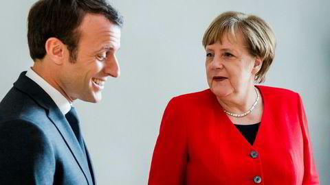 Statsminister Theresa May skal møte både Emmanuel Macron og Angela Merkel tirsdag. Bildet av Macron og Merkel er fra EU-toppmøtet i Brussel i slutten av mars.
