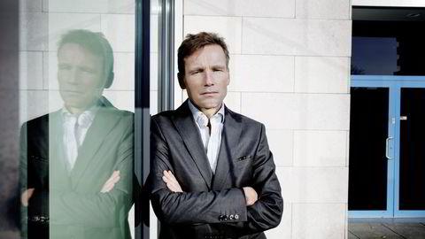 AVVISER MILLIARDER. Investeringsdirektør Robert Næss i Nordea Investment Management mener hans globale aksjefond på sikt vil tjene på ikke å ta imot mer penger for forvaltning nå.  Foto: