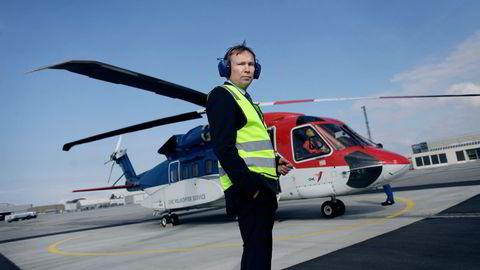 Administrerende direktør Arne Roland i CHC Helikopter Service er bekymret for at kostnadskutt rammer sikkerheten til og fra sokkelen. Foto:
