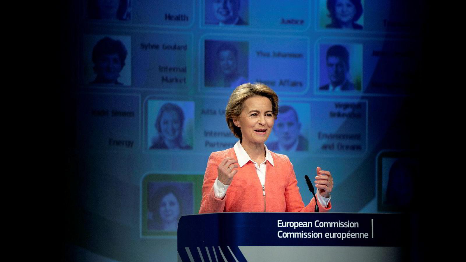 Tyske Ursula von der Leyen blir sjef for en Europakommissjon som er stort sett likestilt. Tirsdag presenterte hun sin lagoppstilling.