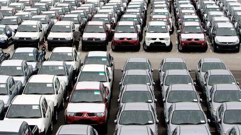 PÅ PLASS. Japanske bilselskaper velger Sørøst-Asia som sin viktigste produsentregion for eksport. Her er Mitsubishi-biler som har ankommet  i Malaysia. Foto: Reuters/NTB Scanpix