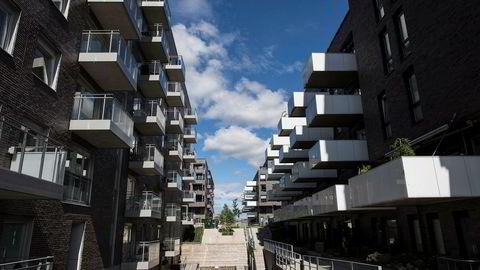 «På landsbasis har prisene i perioden 2011–2016 løftet seg med 30 prosent, og i Oslo, der trykket har vært aller størst, har prisene steget med over 50 prosent», skriver DNs kommentator. Bildet viser boliger på Sørenga i Oslo.