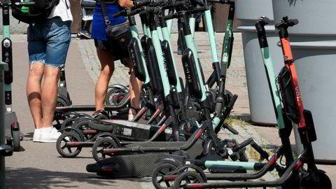 Elsparkesyklene fyller fortauene i stadig flere europeiske byer, blant dem Oslo.