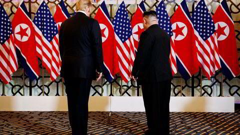 USAs president Donald Trump og Nord-Koreas leder Kim Jong-un har avsluttet toppmøtet i Hanoi – flere timer før tiden. Det er ikke blitt inngått en avtale.