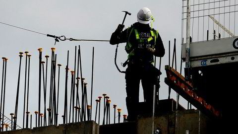 Flere østeuropeiske land motarbeider de nye reglene, blant annet fordi de utstasjonerte arbeiderne bidrar med kjærkomne skatteinntekter fra inntektene i utlandet. Polen og Ungarn har ledet vei.