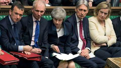 Det har vært hektisk aktivitet og mange avsetmninger om brexit i Underhuset den siste tiden. I midten på bildet Storbritannias statsminister Theresa May under en debatt onsdag.