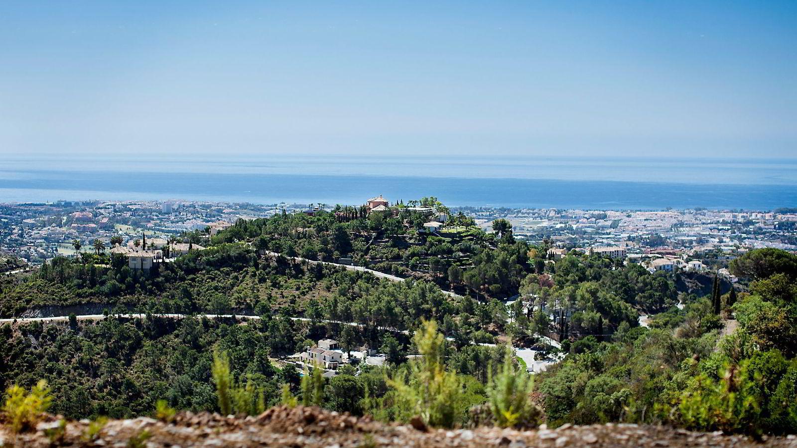 Kraftmegler Einar Aas satser i luksusbyen Marbella på den spanske solkysten. Nordmenn kjøpte totalt 1732 eiendommer i Spania i 2014, halvparten av dem langs kysten. Foto: Per Thrana