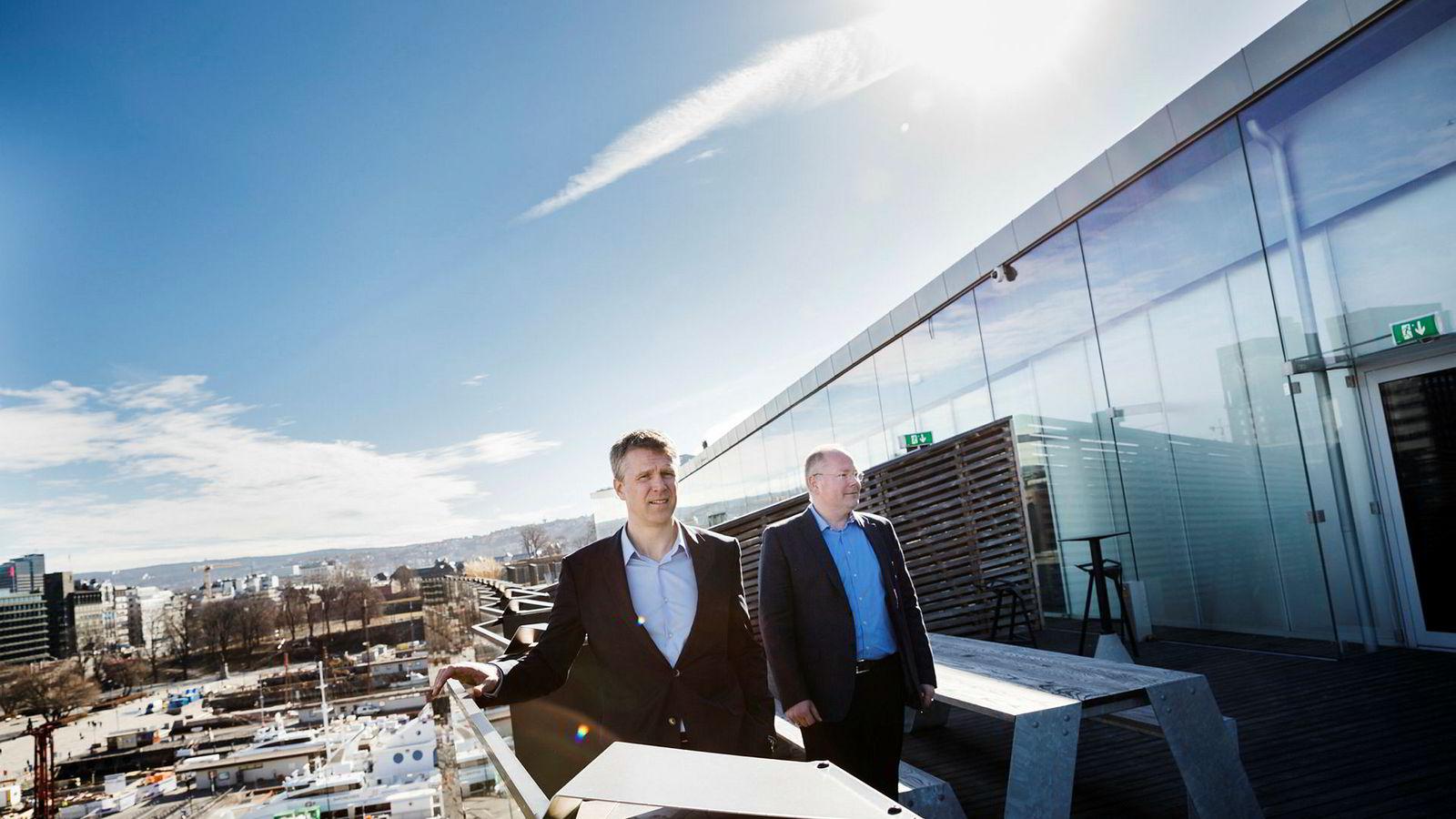 – Det store intense arbeidet er gjort etter nyttår, sier toppsjef Jan Harald Solstad (til venstre) der han feirer Exxon-kjøpet sammen med nestsjef Thomas Bjørgo i oljeselskapet Point Resources på Aker Brygge.