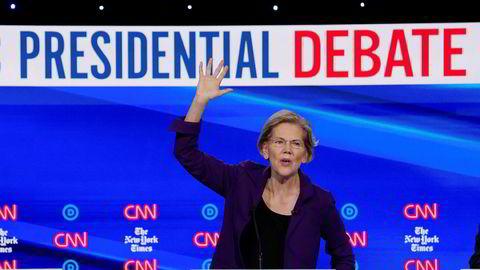 Elizabeth Warren har seilt opp som den kanskje største favoritten til å bli Demokratenes presidentkandidat neste år. Her fra nattens tv-sendte debatt.