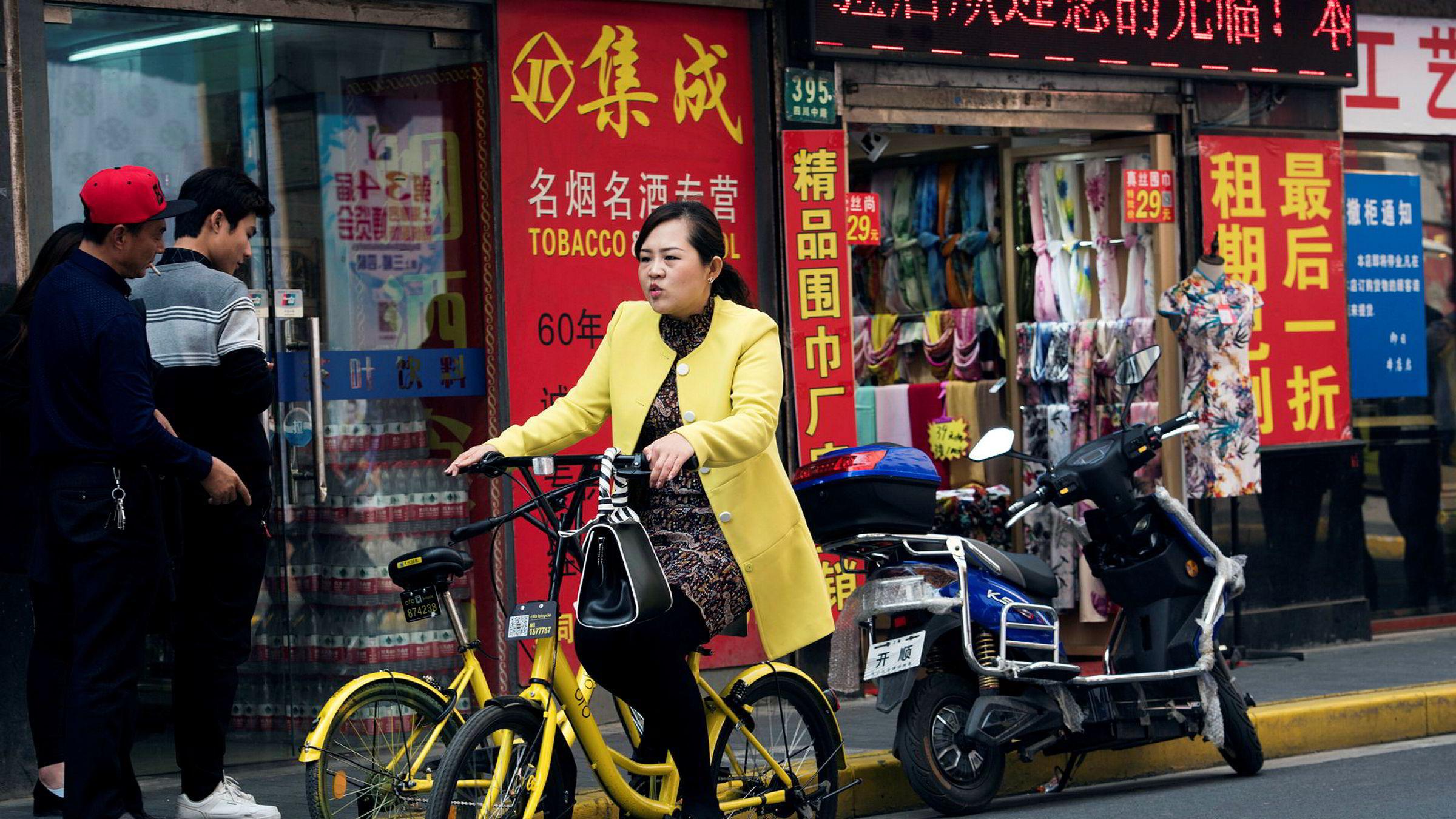 Oppbremsingen i forbruket synes å skyldes økt gjeld, som har ført til at kinesiske husholdninger har måttet spare mer.