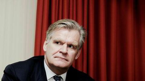Tor Olav Trøim og Celina Midelfart solgte onsdag alle aksjer i Storebrand for 885 millioner kroner. Markedet er ikke fornøyd.