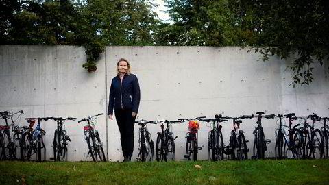 Helene Muri har fornybar energi hjemme og sparer også karbon på å droppe førerkort.