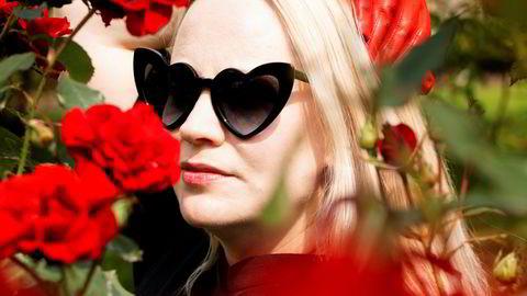 Mørke hjerter. «Dark Hearts» henter inspirasjon fra filmmusikk à la David Lynch og forfatteren J.G. Ballards dystre «Crash». Tekstene er mer personlige enn tidligere. – Jeg har før ikke akkurat brukt pop for å være «ærlig», sier Annie.