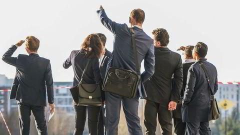 NUES-anbefalingen som er foreslått er at «styret bør utarbeide klare mål, strategier og risikoprofil for virksomheten, slik at selskapet skaper verdier for aksjonærene.» Vi er enig, men det stopper ikke der. Selskaper og investorer er nødt til å se i et videre perspektiv og ivareta også andre interessenters verdier, skriver artikkelforfatterene.