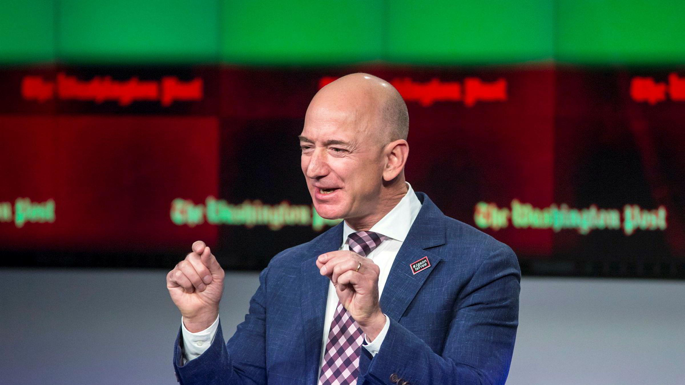 Amazon-grunnlegger Jeff Bezos kan le hele veien til banken.