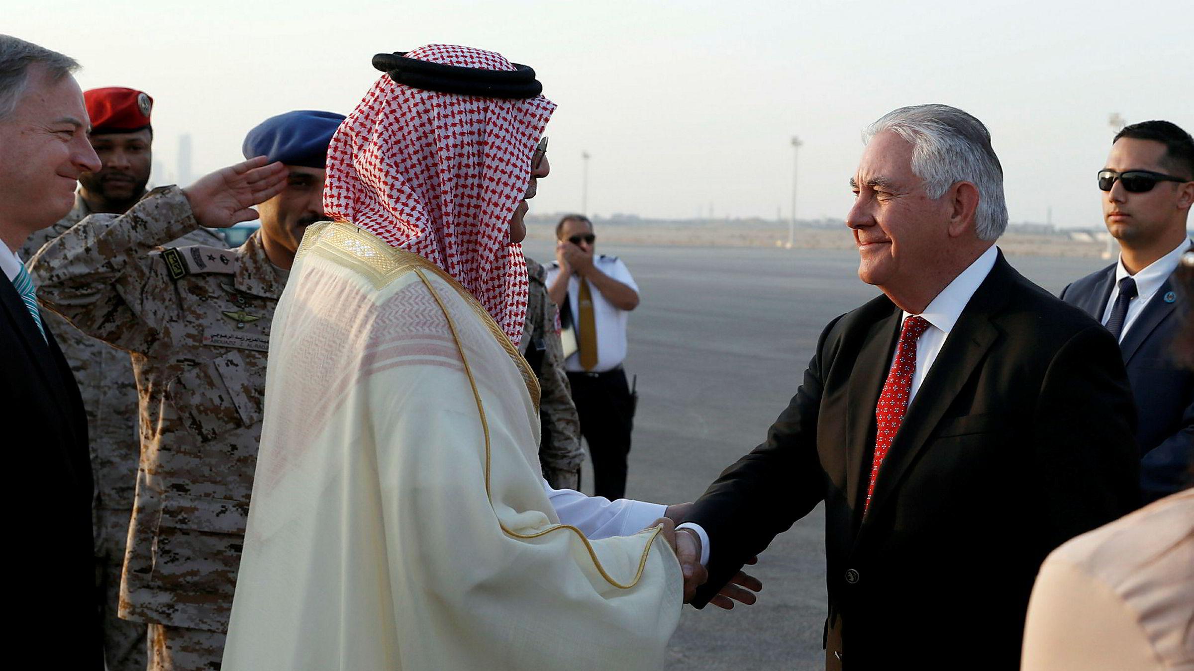 Rex Tillerson landet i Riyadh i Saudi-Arabia lørdag.