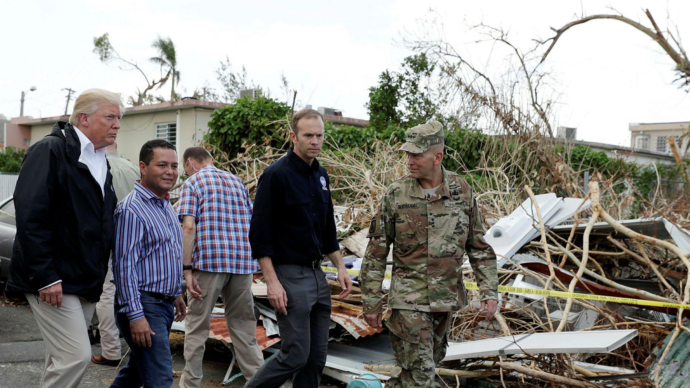 USAs president Donald Trump besøkte orkanrammede Perto Rico tirsdag.
