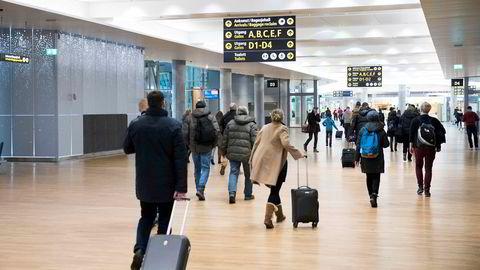Regjeringen åpning av grensene før sommeren kan ha vært den store koronatabben, skriver politisk redaktør Frithjof Jacobsen. Her fra Oslo lufthavn Gardermoen.