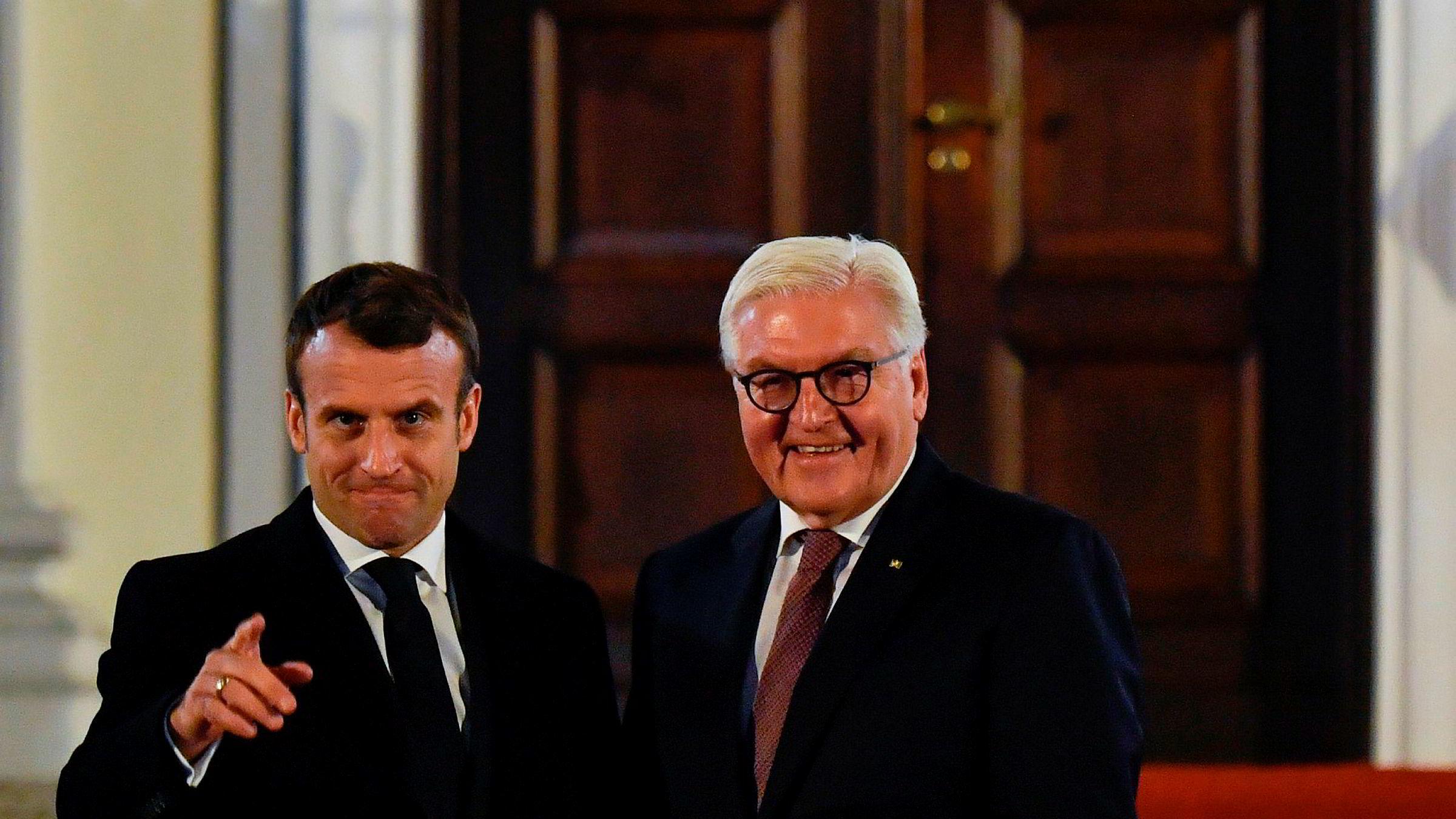 Tysklands president Frank-Walter Steinmeier (til høyre) ønsket den franske presidenten Emmanuel Macron velkommen i Berlin sist søndag.