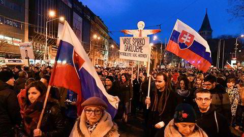 """Store folkmengder deltok i protestene """"for et anstendig Slovakia"""", mot korrupsjon og som en hyllest til den myrdede journalisten Jan Kuciak og hans forlovede Martina Kusnirova 9. mars."""