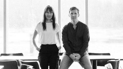 Kolleksjonskunst. Ekteparet Sarah Hardell Flagge og Kalle Hardell har begge røtter i kunstverdenen. Med Artby lanserer de tre kunstkolleksjoner årlig i begrensede opplag.