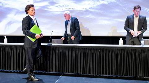 Da granskningen av koronaskandalen på Hurtigruten ble lagt frem innrømmet konserndirektør Daniel Skjeldam (til høyre) massiv svikt. Styremedlem Petter Stordalen unnskyldte seg for hele nasjonen og styreleder Trygve Hegnar syntes saken var «kjedelig». Alle var enig om at sjefen skulle bli sittende.