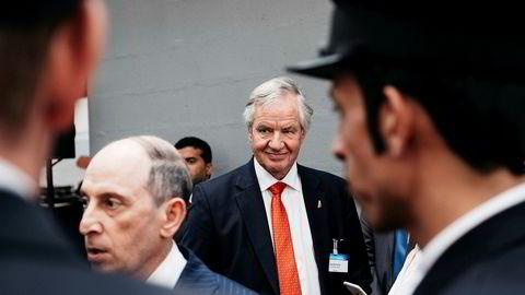 Norwegian-gründer Bjørn Kjos var i juni i Paris for å motta en utmerkelse som beste langdistanseselskap i verden. Da snakket han også om planene for å finne nye samarbeidspartnere til selskapet. I forgrunnen: Toppsjef i Qatar Airways, Akbar Al-Baker.