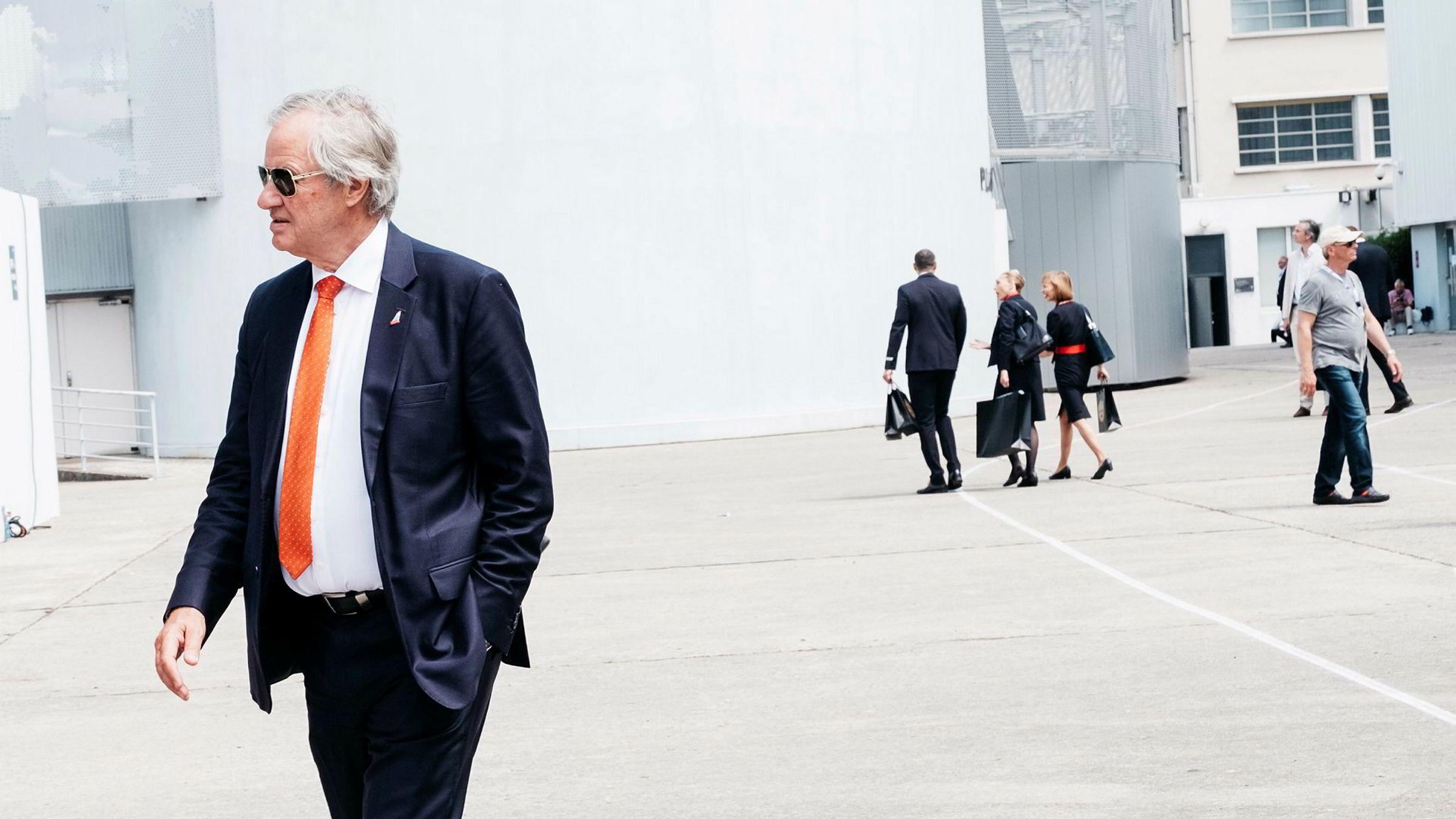 Tidligere Norwegian-sjef Bjørn Kjos' gamle hoff av rådgivere ser ut til å ha fått fyken fra flyselskapet.