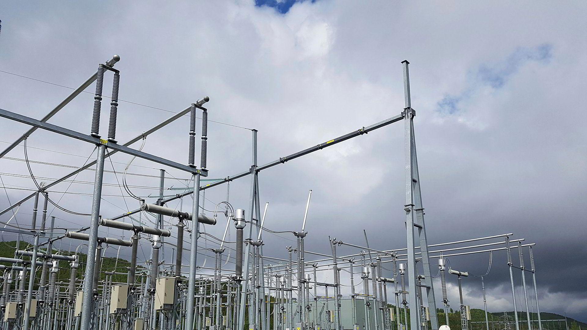 Jacobsen Elektro spesialiserer seg blant annet på bygging av transformatorstasjoner, her fra Norge.