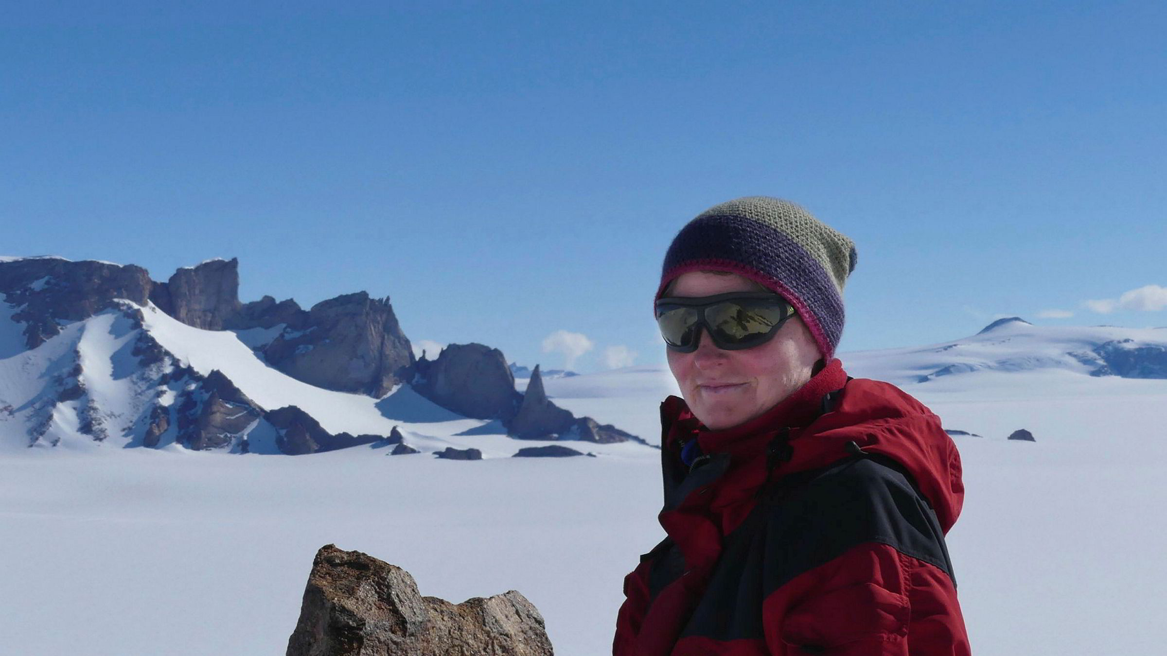 Med kurs mot toppen: 20 år etter, med fire barn hjemme, er debattskriveren tilbake på feltarbeid. Her i Antarktis.