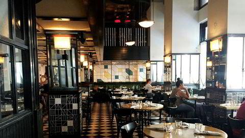 Både lobbyen, kaffebaren og restauranten på Ace Hotel er i art deco-stil og har mange detaljer fra en svunnen tid da bygget var et populært teater. Hotellet er også et populært stoppested for unge gjester som ikke bor her