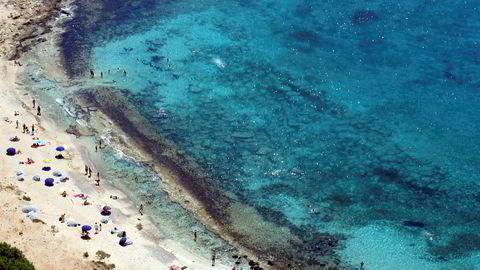 Pakketurister som ønsker strandliv på øya Gramvousa like utenfor Kreta kan bare glemme det før 20. august, ifølge tre store pakkereisearrangører.